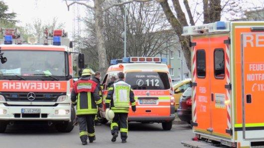 Es brauchte mehrere Einsatzkräfte der Feuerwehr, um das Mädchen aus der Packstation zu befreien.