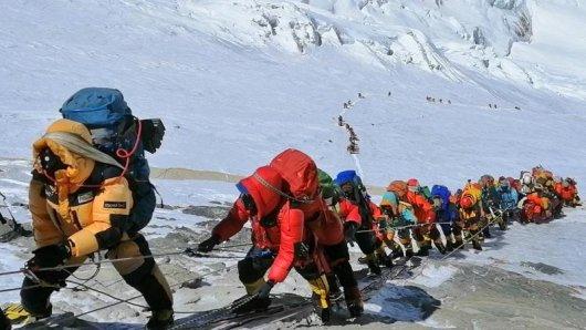 Trotz Pandemie gibt es auf dem Mount Everest einen Besucherrekord.