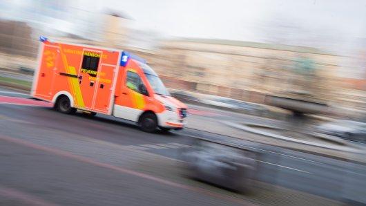 Hannover: Nach einem schweren Unfall mussten mehrere Personen in ein Krankenhaus gebracht werden. (Symbolbild)