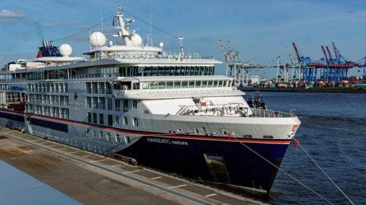 Das Kreuzfahrtschiff Hanseatic nature von Hapag-Lloyd Cruises liegt am Terminal des Cruise Center in Altona. Nach monatelanger Corona-Zwangspause soll die Kreuzfahrtsaison auch in Hamburg wieder starten.
