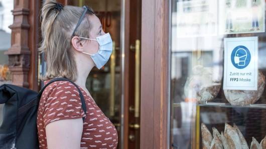 Maskenpflicht in NRW: An diesen Orten müssen Personen eine Mund-Nasen-Bedeckung tragen. (Symbolbild)