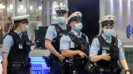 Flughafen Düsseldorf: Die Rückreise aus Mallorca endete für einen Mann bei der Polizei. (Symbolbild)