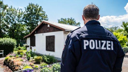 Münster: Nach einer Großfahndung im Zusammenhang mit dem Kindesmissbrauchskomplex stellte sich ein Täter der Polizei - die Gartenlaube gilt als ein Tatort.
