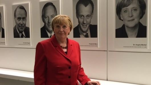 Die Merkel-Doppelgängerin aus NRW hat keinen leichten Job.