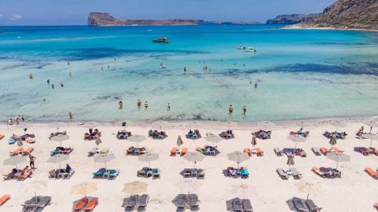 Urlaub in Griechenland: Nicht nur im Land sondern auch bei der Einreise gibt es deutliche Corona-Lockerungen. (Symbolbild)