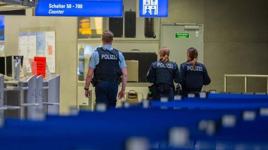 Flughafen Düsseldorf: Die Polizei musste bei Tumulten zum Ferienstart eingreifen. (Symbolbild)