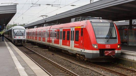 In einer S-Bahn auf dem Weg nach Essen erlebte eine Passagierin einen Albtraum. (Symbolbild)