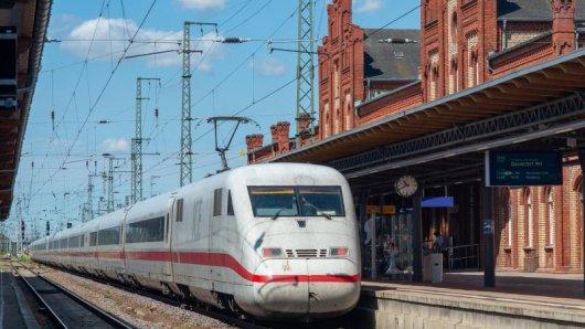 Statt in Wittenberge, Ludwigslust und Büchen halten die Fernzüge auf der Umleitungsstrecke Berlin-Hamburg dann in Stendal (im Bild), Salzwedel und teilweise in Uelzen.