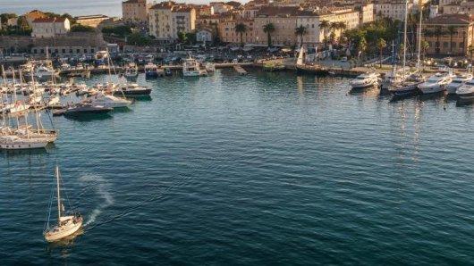 Die Bundesregierung streicht die Urlaubsinsel Korsika (im Bild) ab Sonntag von der Liste der Corona-Hochrisikogebiete, ebenso die griechische Insel Kreta.