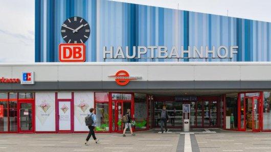 Das sanierte Gebäude des Hauptbahnhofes Cottbus. Die Station ist für den Verein Allianz pro Schiene Deutschlands Bahnhof des Jahres 2021.