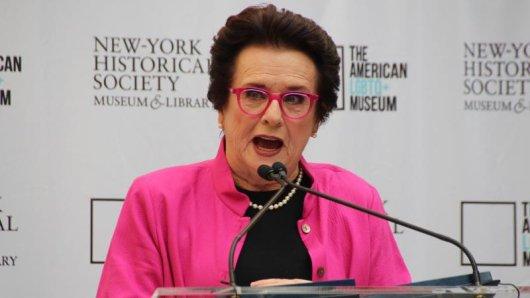Die ehemalige Tennisspielerin und Aktivistin Billie Jean King hat sich für die Gründung eines LGBTQ+-Museums in New York stark gemacht.