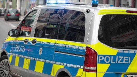 Dortmund: Zwei Unbekannte griffen drei Männer brutal mit einem Messer an. (Symbolbild)