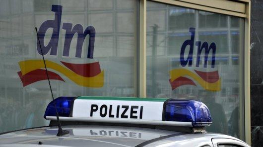dm in Duisburg: Zwei Mädchen werden beim Klauen erwischt - doch dann wird DAS bei ihnen gefunden. (Symbolbild)
