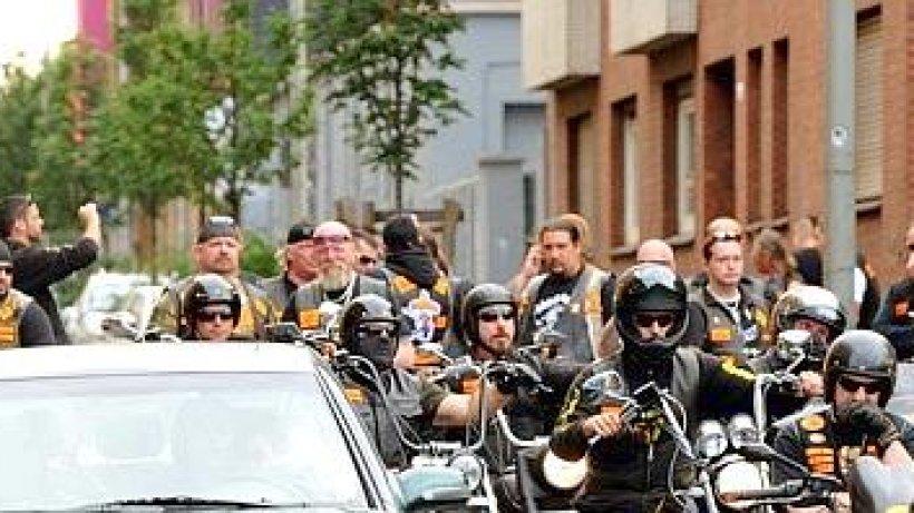 Polizei Duisburg kontrolliert Rocker an Bandidos-Kneipe in