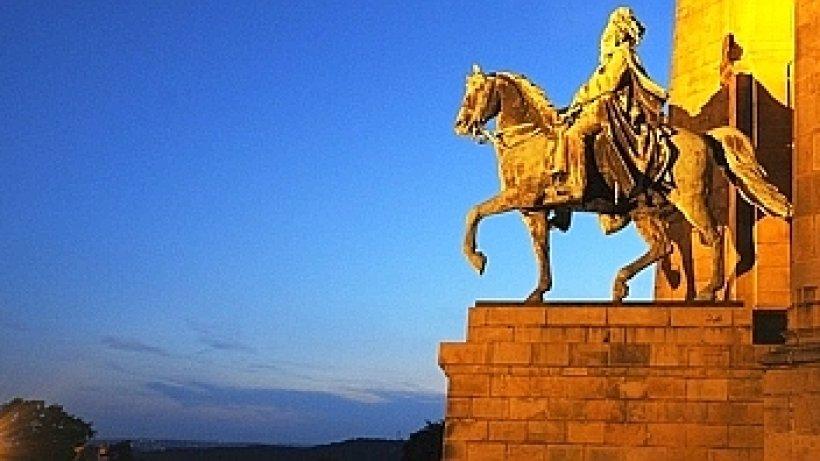 Denkmal gute aussichten das kaiser wilhelm denkmal in syburg dortmund - Gartenzaun dortmund ...