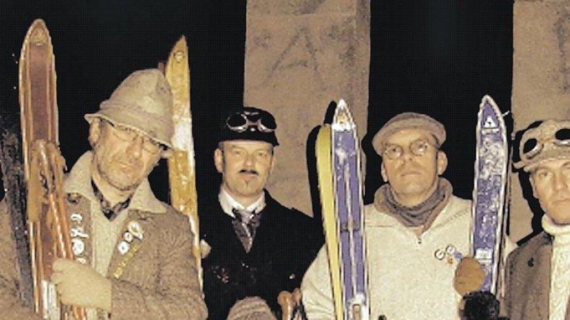 nostalgie skifahren mit schn rschuhen und holz skiern auf die piste hagen breckerfeld wetter. Black Bedroom Furniture Sets. Home Design Ideas