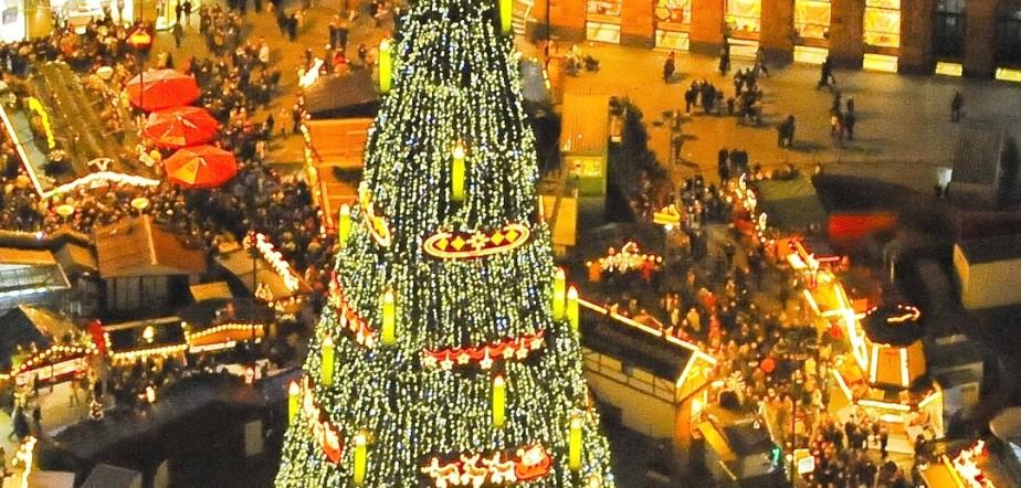 Bvb Weihnachtsbaum.Dortmunds Größte Weihnachtsbaum Der Welt Lockt Besucher Thema