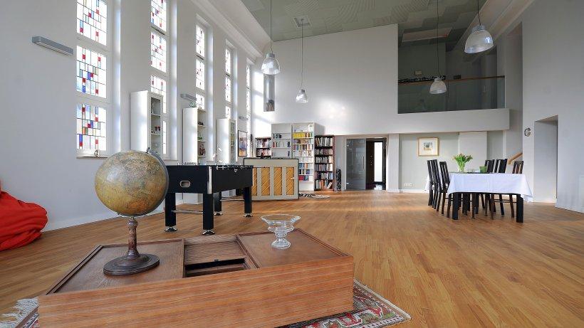 architektur wohnen in der kirche essen. Black Bedroom Furniture Sets. Home Design Ideas