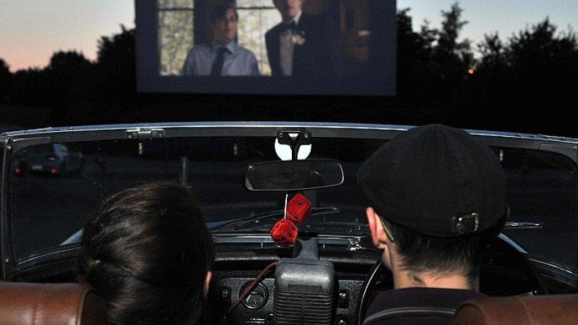 autokino kuscheln f r einsteiger beim besuch im autokino. Black Bedroom Furniture Sets. Home Design Ideas