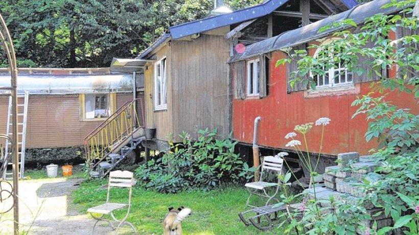 leben toni becker aus sundern wohnt mit seiner familie in bauwagen im wald sundern. Black Bedroom Furniture Sets. Home Design Ideas