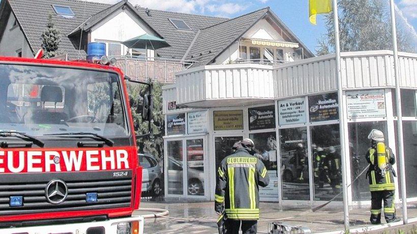 feuerwehr autobrand in bachumer kfz werkstatt verursacht schaden von 100 000 euro. Black Bedroom Furniture Sets. Home Design Ideas