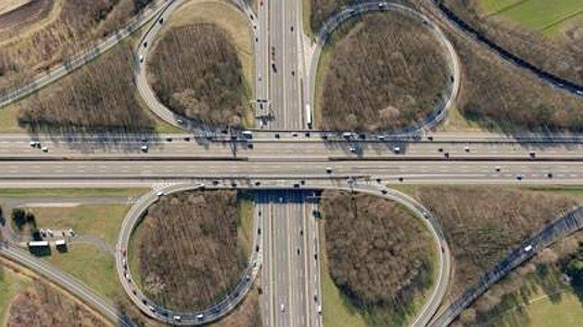 autobahn 3 lkw fahrer stirbt nach unfall auf a3 am kreuz hilden d sseldorf. Black Bedroom Furniture Sets. Home Design Ideas