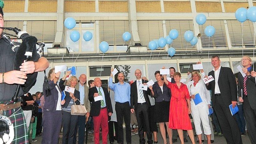 Gesamtschule feiert geburtstag heiligenhaus for Luftballons duisburg