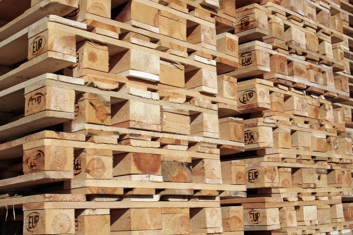 Aus Europaletten günstige und schicke Möbel bauen - Wohnen ...