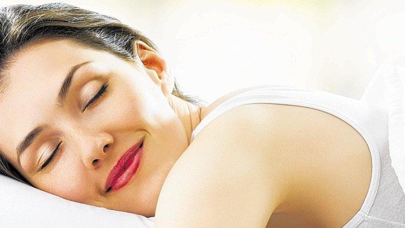 gesunder schlaf es muss das richtige kopfkissen sein panorama. Black Bedroom Furniture Sets. Home Design Ideas