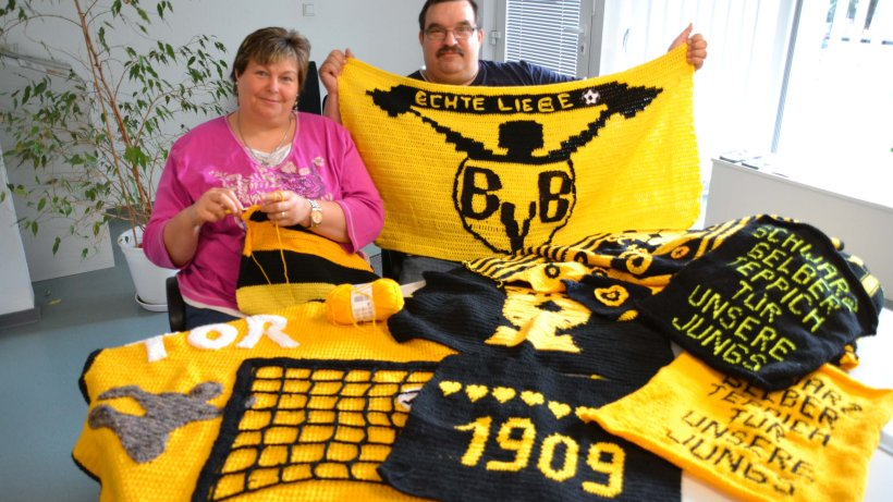 bvb fans stricken einen schwarz gelben teppich f rs team. Black Bedroom Furniture Sets. Home Design Ideas