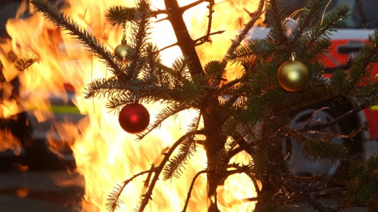 Feuer Brandgefahr in der Weihnachtszeit , PK der Berufsfeuerwehr Feuerwehr Düsseldorf