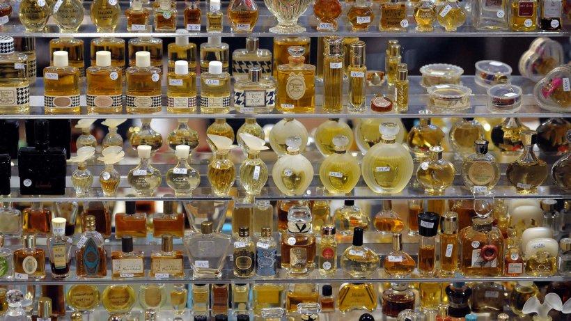 wissen wie das parfum die welt eroberte und ein duft. Black Bedroom Furniture Sets. Home Design Ideas