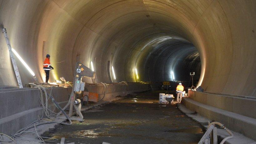 tunnel blick in den b hltunnel in siegen nachrichten aus siegen kreuztal netphen. Black Bedroom Furniture Sets. Home Design Ideas