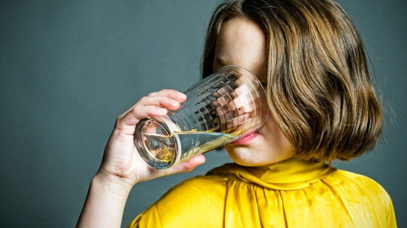 ern hrung wie gesund wasser wirklich ist und wie viel wir trinken sollten gesundheit. Black Bedroom Furniture Sets. Home Design Ideas