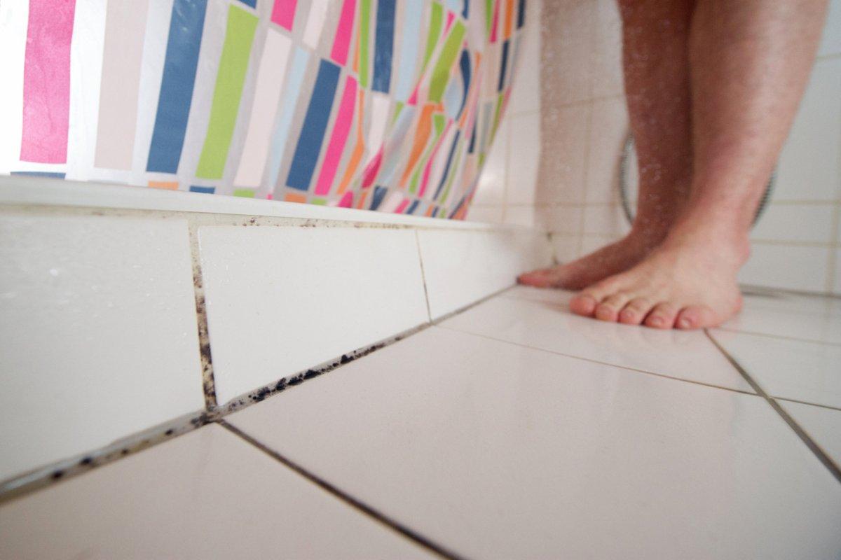 Mit einfachen Tricks Schimmel im Badezimmer vorbeugen - derwesten.de