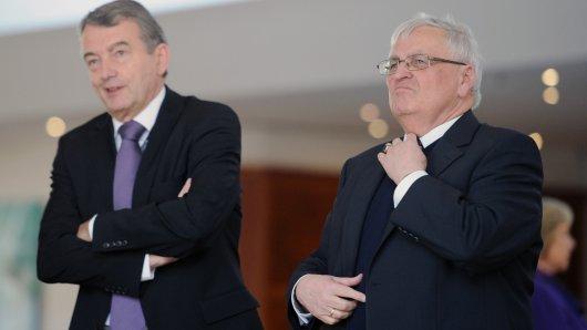 Auch DFB-Präsident Wolfgang Niersbach (links) und sein Vorgänger Theo Zwanziger sollen jeweils eine der Luxus-Uhren bekommen haben.