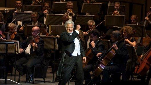 Der Maestro gibt den Takt vor: Bei seinen AIDA-Aufführungen in Deutschland steht Plácido Domingo am Dirigentenpult.