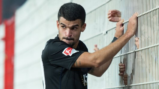 Wirkt nach dem späten Ausgleich enttäuscht: Duiasburgs Cauly Oliveira Souza, der eine starke Leistung in Berlin zeigte.