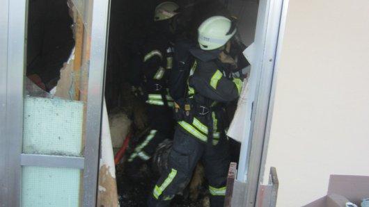 Die Flammen zerstörten den Eingangsbereich des Hauses.