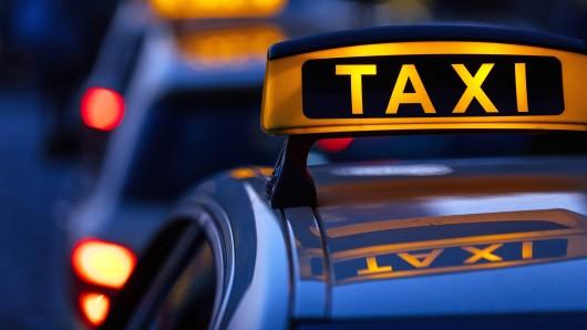 In Mühlheim werden Taxifahrten ab 2019 teurer. (Symbolbild)