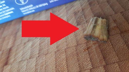 In einer Frühlingsrolle von Aldi entdeckte ein Kunde dieses Stück Holz.