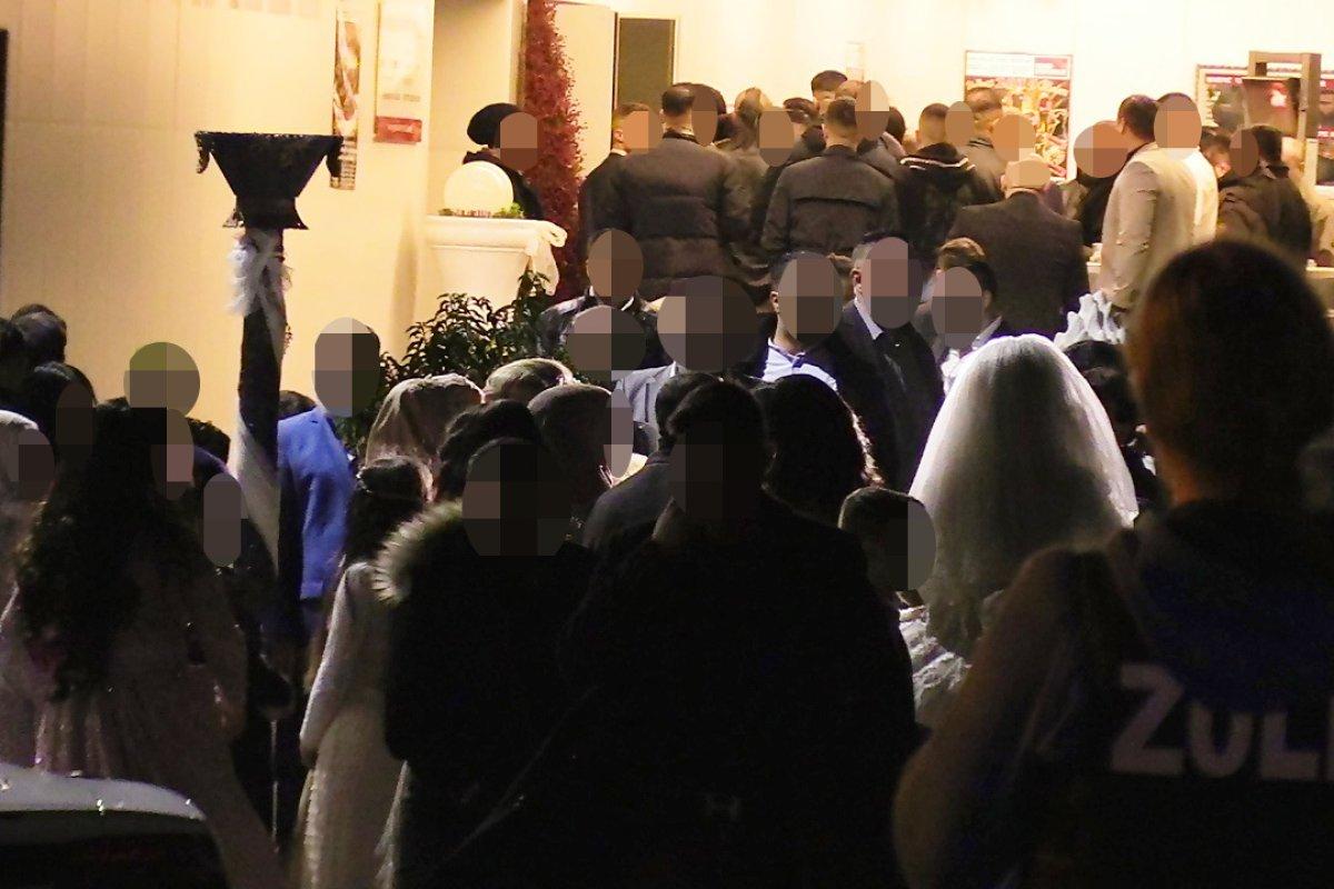 Grosseinsatz Bei Clan Hochzeit In Mulheim Brautvater War Pate Von