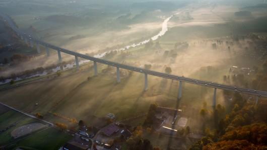 Ein Mammutprojekt. In den nächsten Jahren soll die 1,8 Kilometer lange Brücke auf insgesamt sechs Spuren erweitert werden.