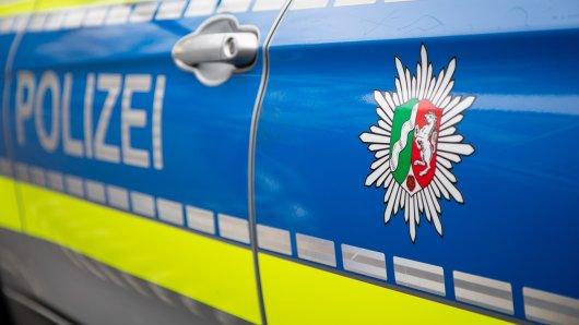 In Mülheim hat ein Drogendealer eine Polizistin attackiert.