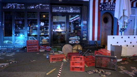 """Ein Streit vor dem Laden """"Ruhrpott Döner"""" in Mülheim eskalierte am Samstagabend."""