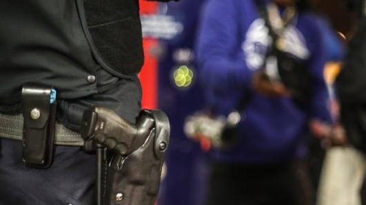 Mülheim: Ein Polizeibeamter soll einen Mann mit Migrationshintergrund gefesselt und geschlagen haben.