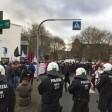 Der Protestzug erreichte Sonntagmittag die Luise-Albertz-Halle.