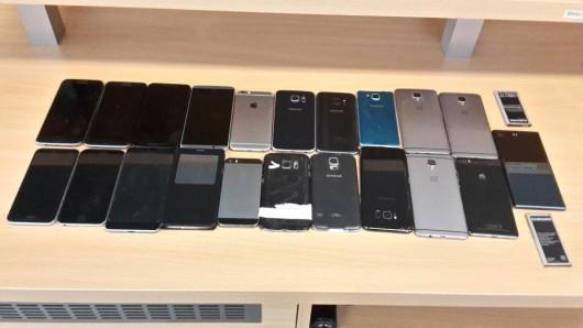 21 Smartphones fanden Mitarbeiter der Deutschen Bahn am Oberhausener Bahnhof.