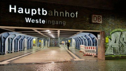 Auf einer Bank am Oberhausener Hauptbahnhof belästigte der Mann die Schlafende sexuell. (Archivbild)