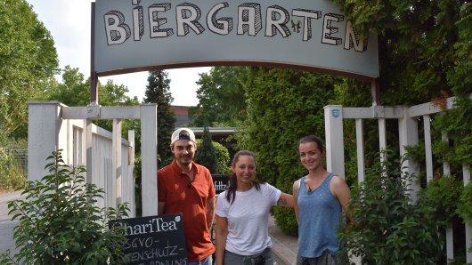 """Simon, Miriam und Franziska vom Team des Biergarten """"In Hostel Veritas"""""""